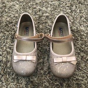 Toddler girls rose gold shoe.